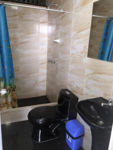 A bathroom at Hostal Sueños
