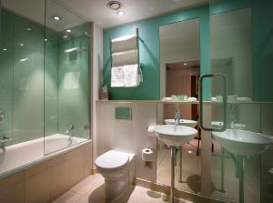 A bathroom at Great Cumberland Place