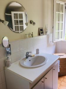 A bathroom at Gite Grand R