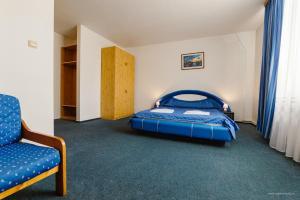 Un pat sau paturi într-o cameră la Hotel Iris