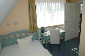 A bed or beds in a room at Landhotel Ostseetraum