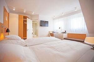Ein Bett oder Betten in einem Zimmer der Unterkunft Hotel Waldhorn