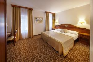 A bed or beds in a room at Hotel Convent - Hotel & Resort Adria Ankaran