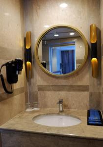 A bathroom at Arthama Hotel Wahid Hasyim Jakarta