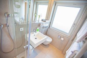 Ein Badezimmer in der Unterkunft Hotel Waldhorn