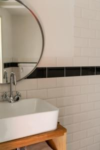 A bathroom at Hotel Pastis
