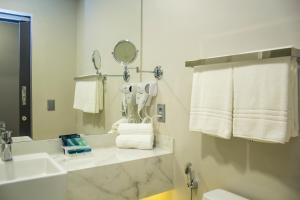 A bathroom at Slaviero Essential Campina Grande