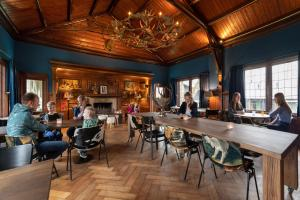 A restaurant or other place to eat at Stayokay Gorssel - Deventer