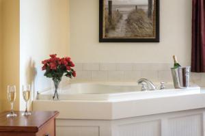 A bathroom at Bayside Resort Hotel
