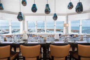 A restaurant or other place to eat at Anchorage Port Stephens