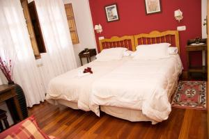 A bed or beds in a room at Astur Regal