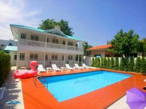 The swimming pool at or near Baan Luang Harn