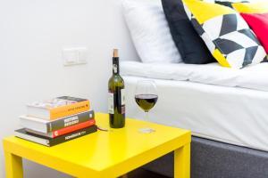 Drinks at Sleepway Apartments - Red Metro