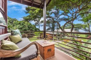 A balcony or terrace at Holualoa Inn