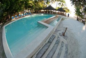 The swimming pool at or close to Sea Wind Resort