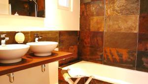 Salle de bains dans l'établissement San-Val' Eau