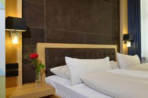Ein Bett oder Betten in einem Zimmer der Unterkunft Hotel Torbräu