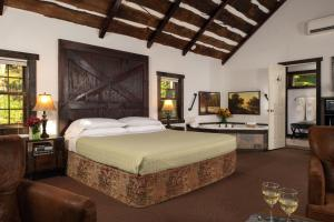 A bed or beds in a room at Inn At Lake Joseph