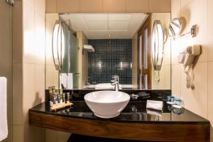 A bathroom at Novotel Deira City Centre