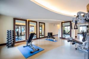 The fitness center and/or fitness facilities at Novotel Deira City Centre