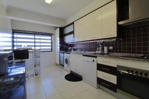 A kitchen or kitchenette at Tim House