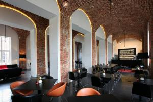 A restaurant or other place to eat at Hotel The Lodge Vilvoorde