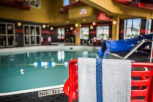 The swimming pool at or near Comfort Suites Kelowna
