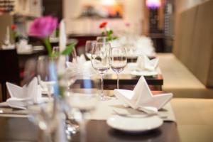 A restaurant or other place to eat at Novina Hotel Tillypark
