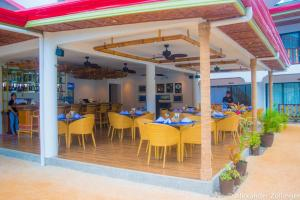 A restaurant or other place to eat at Alona Vida Beach Hill Resort