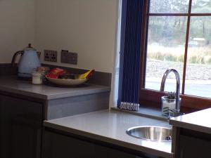 A kitchen or kitchenette at Tower Ridge Apartments