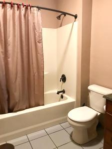 A bathroom at Cowboy's Lodge