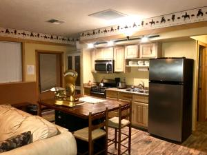 A kitchen or kitchenette at Cowboy's Lodge