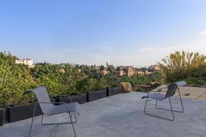 Un balcón o terraza de Casa Cueva Lujo Sacromonte con vistas Alhambra