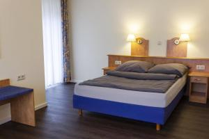 A bed or beds in a room at Hotel Restaurant Waldlust