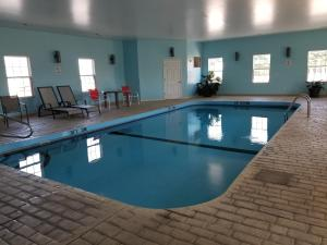 The swimming pool at or near Scenic Rivers Inn