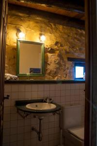 A bathroom at Masada Andabe