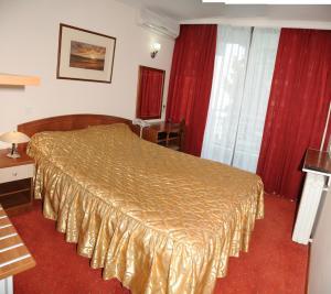 Een bed of bedden in een kamer bij Hotel Granit