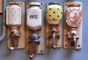 Coffee and tea-making facilities at Hotel Hanzestadslogement De Leeuw in het centrum, Snoepwinkel, Hanzemuseum, Koffieschenkerij met Binnenplaats, Kamers met keukentje en Ontbijtservice