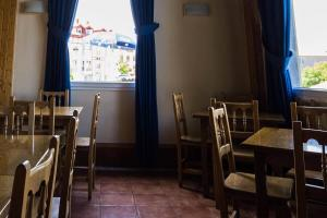A restaurant or other place to eat at Hotel Ermintxo