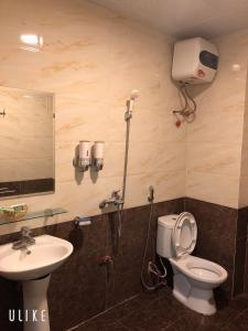 A bathroom at Anh Anh Guest House