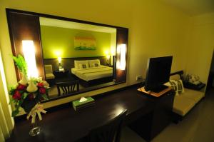 A television and/or entertainment center at Navarat Heritage Hotel