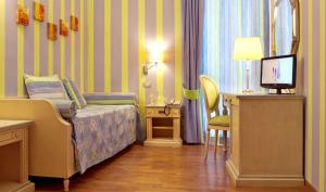 A bed or beds in a room at Hotel Matteotti