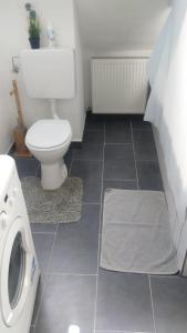 A bathroom at Citycenter Augustastr.1