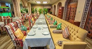 Um restaurante ou outro lugar para comer em BAKU-WHITE CITY
