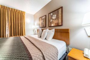 A bed or beds in a room at Welcome Suites-O'Fallon