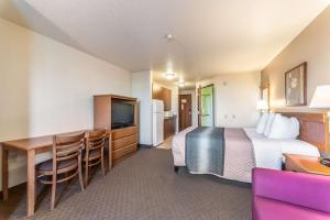 A television and/or entertainment center at Welcome Suites-O'Fallon