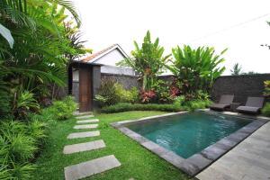 The swimming pool at or close to Pondok Naya