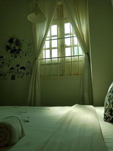 Ein Bett oder Betten in einem Zimmer der Unterkunft Penang Old House Homestay