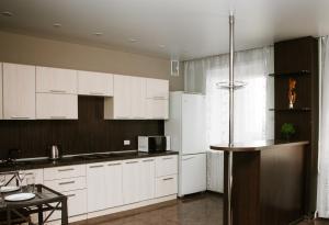 A kitchen or kitchenette at Apartment 2Pillows Saburowskaya