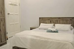 A bed or beds in a room at Grace Guesthouse